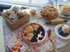 Dollhouse miniature fresh pie and cobblers by Kimsminibakery on Etsy