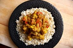 A rich and flavorful African curry, Cape Malay Curry, is packed with cauliflower and chickpeas. This vegan curry is rich and creamy without coconut milk. Veg Curry, Vegetarian Curry, Vegetarian Main Dishes, Vegetable Curry, Vegan Dishes, Zucchini Vegetable, Curry Recipes, Veggie Recipes, Vegetarian Recipes