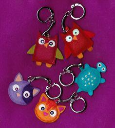 Felt made owl key chains Felt Keyring, Keychains, Felt Crafts, Diy And Crafts, Keychain Design, Bird Patterns, Finger Puppets, Animal Crafts, Key Fobs