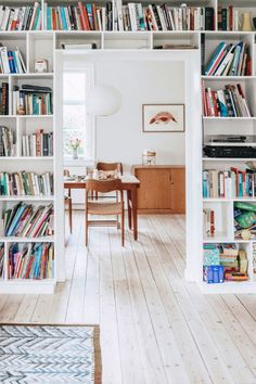 sfgirlbybay / bohemian modern style from a san francisco girl dream house home kitchen dining room living white wood floor book shelf open shelving bright Bohemian Living Rooms, My Living Room, Home And Living, Living Room Furniture, Living Spaces, Photo Deco, Decoration Inspiration, Decoration Table, Interior Exterior