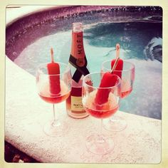 Champagne Popsicles - Moet Rose Nectar Imperiale and Strawberry Popsicle! Perfection! #champagne #popsicle #summer