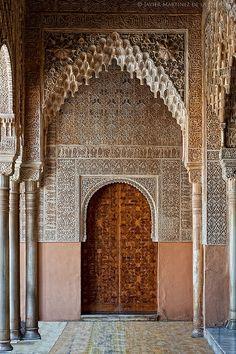 Puerta lateral del patio de los leones. Alhambra, Granada. España (Spain). Javier Martínez