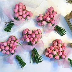 New Flowers Bouquet Vase Bloemen Ideas Valentine Flower Arrangements, Valentines Flowers, Floral Arrangements, Bouquet Wrap, Funeral Flowers, Arte Floral, Flower Boxes, Flower Decorations, Flower Designs
