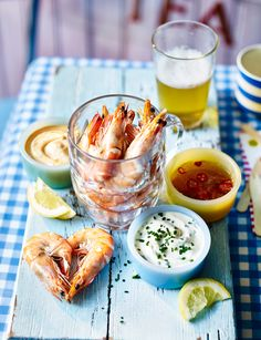 Our pint of prawns with mix 'n' match dips makes a fun canapé for an al fresco dinner party Prawn Recipes, Seafood Recipes, Summer Recipes, Great Recipes, Salmon Starter, Al Fresco Dinner, Easy Starters, Cook Up A Storm