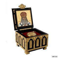 Ковчег деревянный для хранения святых мощей, с позолоченными накладками и иконой под крышкой