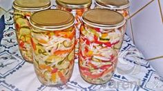 Maďarský recept na výbornou čalamádu, která se nesterilizuje, přitom vydrží i 2 roky stále křupavá bez změny barvy a chuti. Celkový čas přípravy čalamády je 420 minut.