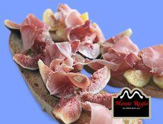Tosta de higos con finas lonchas de jamón serrano #MonteRegio ¿por qué no?