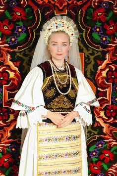 Many of you don't know much about Romanian culture, language or traditional clothing. In the past years, many highly known designers got inspired from the European folkloric pa… Folk Fashion, Ethnic Fashion, Womens Fashion, Traditional Fashion, Traditional Dresses, Romania People, Romanian Women, Vietnam Costume, Folk Clothing