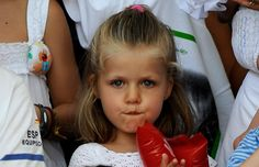 Princess Leonor Photos - Princess Leonor (C) attends Jaume Angladas pop concert during the third day of 28th Copa del Rey Audi Sailing Cup on August 5, 2009 in Palma de Mallorca, Spain. - Spanish Royals Attend 28th Copa del Rey Audi Sailing Cup - Day 3