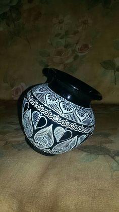 Pottery Painting Designs, Fabric Paint Designs, Pottery Designs, Pottery Art, Worli Painting, Bottle Painting, Fabric Painting, Painted Flower Pots, Painted Pots
