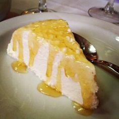 Mel i Mato is a Catalan dessert made from mató - a fresh cheese found in Catalonia made from cow or goat's milk without any added salt. Tasty, Yummy Food, Eat Dessert First, Goat Milk, Queso, Waffles, Cheese, Snacks, Cooking