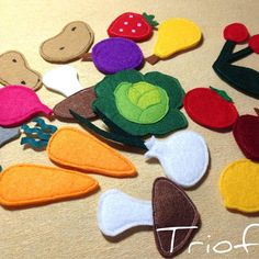 Felt veggies for Fruit and Vegetables Quiet Book. #quietbook #feltcraft #felt #softbook #busybook #fabricbook #handmade #feltgarden #feltro #instacraft #cartisenzoriale #cartesenzoriala #triofelt #colors #sewing #handcrafted #развивающаякнижка #изфетра #фетр #книгаизткани #сенсорнаякнига #ручнаяработа #книжкаизфетра #instahandmade #feltvegetables #activitybook #etsy #etsyshop