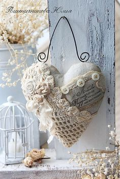 Shabby, fabric, embellished heart on wire hanger. Another beautiful shabby chic heart made of favorite remnants. Lace feelings ~ New vintage lace heart style Shabby. coeur romantique with wire hanger This is such a cute setup so perfect for a cottage or r Shabby Chic Vintage, Shabby Chic Crafts, Shabby Chic Homes, Vintage Heart, Shabby Chic Pillows, Vintage Lace, Shabby Chic Ornaments, Shabby Fabrics, Chic Bedding