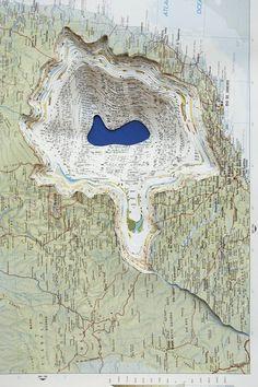 Utilisation du matériau papier dans la réalisation d'une carte, pour évoquer un paysage Maya Lin - Atlas Landscape Papercut