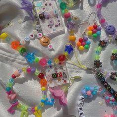 Cute Jewelry, Diy Jewelry, Beaded Jewelry, Jewelery, Jewelry Shop, Kandi Bracelets, Beaded Bracelets, Mode Indie, Indie Girl