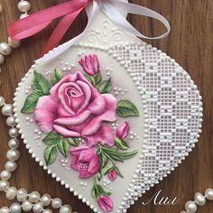 #piping #icingcookies #cookieart #cookielove #royalicing #royalicingcookies #sugararts #gingercookies #artcookies #пряникиручнойработы #пряникиднепр #ручнаяросписьпряников #пряничныекартины #имбирноепеченье #имбирныепряники #пряникиназаказ #козули #лил #lil #lilartwork #roses #flowersoncookies #artjulia