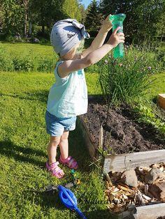 Toddlers outfit / taaperon asu: Nauravanappi-turbaani, puuvillapaita ja farkkusortsit