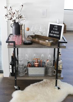 "Outstanding ""gold bar cart decor"" information is offered on our internet site. Read more and you will not be sorry you did. Home Bar Decor, Bar Cart Decor, Diy Bar Cart, Stylish Home Decor, Mini Bars, Chill Lounge, Home Interior, Interior Design, Interior Goods"