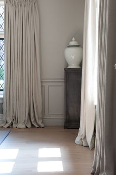 Sims Hilditch Cotswold Manor House Drawing Room with half panelled walls Plain Curtains, Linen Curtains, Curtains With Blinds, Curtain Fabric, Drapery, Natural Curtains, Georgian Interiors, Custom Drapes, Curtain Designs