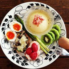 eating カラフルなプレート Breakfast Time, Breakfast Recipes, Cooking Recipes, Healthy Recipes, Recipe Of The Day, Food Presentation, Food Styling, Yummy Food, Lunch