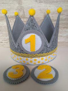 Diy Birthday Crown, Baby Boy 1st Birthday, First Birthday Parties, First Birthdays, Diy Crafts For Kids, Art For Kids, Princess Party Favors, Felt Crown, Diy Crown