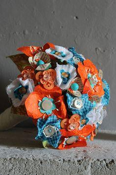 Bouquet de mariée entièrement réalisé à la main. Orange et turquoise www.inbloomforyou.com