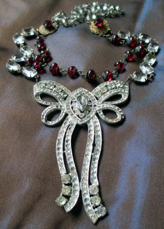 Vintage assemblage necklace - TIED WITH a BOW - with vintage paste brooch, crystal and glass rosary by the french circus Jewelry Crafts, Jewelry Art, Jewelry Design, Jewelry Ideas, Vintage Costume Jewelry, Vintage Jewelry, Handmade Jewelry, Bow Necklace, Necklace Ideas