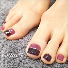 Nail art Christmas - the festive spirit on the nails. Over 70 creative ideas and tutorials - My Nails Pedicure Designs, Pedicure Nail Art, Toe Nail Designs, Nail Manicure, Nail Polish, Simple Toe Nails, Pretty Toe Nails, Cute Toe Nails, Toe Nail Color