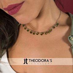 Charm stainless steel necklace with 15 emerald green crystals. A classic choice that you will adore!------------------------------------------------Διακριτικό ατσάλινο κολιέ αλυσίδα με 15 πράσινα κρύσταλλα και ανοξείδωτο ατσάλι. Μια κλασική επιλογή που δεν θα αποχωρίζεσαι!