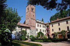 Belén sceglie Comignago, in provincia di Novara, per il suo matrimonio... una piccola abazia sulle colline che dividono il lago d'Orta dal lago Maggiore