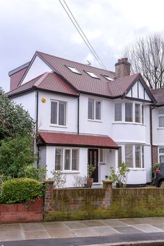 Total property refurbishment in Twickenham by L&E (Lofts and Extensions) - don't move extend. Porch Extension, House Extension Plans, House Extension Design, Side Extension, Home Exterior Makeover, Exterior Remodel, 1930s House Exterior, Loft Conversion Plans, 1930s Semi Detached House