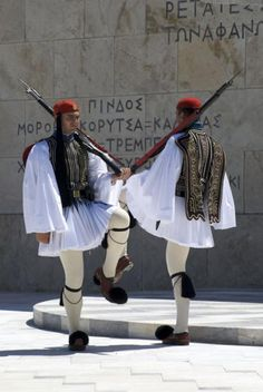 Parliament Square, National Guards in  traditional costume: fustanella Syntagma, Greece Regional, Athens Hotel, Greek Warrior, Greek Beauty, Man Skirt, Costumes Around The World, Holiday Places, European Countries, Folk Costume