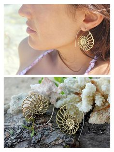 Hermosos pendientes de espiral con forma de amonite / concha de mar. Pendientes con diseño calado de latón.  El mismo modelo se puede elegir el
