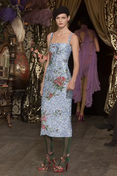 See the complete Dolce & Gabbana Fall 2000 Ready-to-Wear collection.