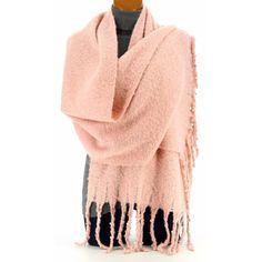 5410cf6b87cd2 Idée tenue Nouvel An pour casser le look quotidien. idée tenue Nouvel An écharpe  rose