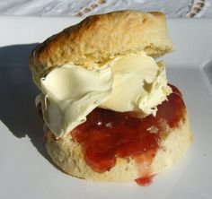 Scones with Clotted Cream & Jam. So easy to do, and  taste so good , by a sad sunday of November... Go and make some, please....!