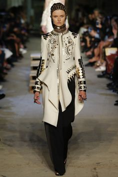 GIVENCHY Spring 2016 Ready-To-Wear (NYFW)