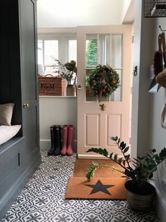 New door wallpaper stairs Ideas Hallway Lamp, Tiled Hallway, Hallway Ideas Entrance Narrow, Hallway Flooring, Modern Hallway, 1930s Hallway, Pink Hallway, Narrow Hallway Decorating, Victorian Hallway