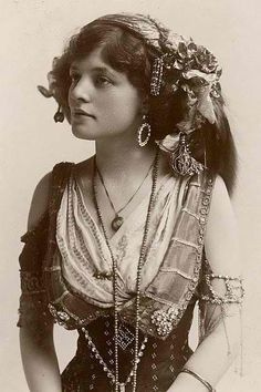 """Vintage Picture of Bohemian Gypsy. Lovely old picture so looks so serene in all her finery. I'm having a hard time trying to decide if she should go into Gypsy-me or """"Exotic beauty"""" Vintage Gypsy, Vintage Beauty, Vintage Style, Vintage Circus, Bohemian Gypsy, Gypsy Style, Gypsy Punk, Hippie Style, Bohemian Style"""