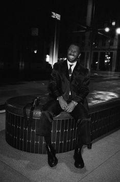 Frank Ocean Captures the Met Gala on Film Frank Ocean Wallpaper, City Wallpaper, Iphone Wallpaper, Ocean Photos, Tyler The Creator, Black And White Aesthetic, Mode Streetwear, Black And White Pictures, Mood