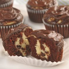 Chocolate cream cheese cupcakes by Nestle Toll House. (The recipe says it makes 16 cupcakes, but I was able to make Chocolate Cheesecake Cupcakes, Yummy Cupcakes, Cheesecake Brownies, Pancake Cupcakes, Cheesecake Cups, Coconut Cupcakes, Classic Cheesecake, Mini Cupcakes, Cupcake Recipes