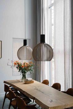 Creëer een pure, natuurlijke sfeer in je huis met By Mölle linnen gordijnen. 100% duurzaam. Custom-made en ready-made service. Lees meer.