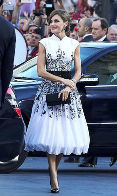 Queen Letizia slipped into a glamorous Felipe Varela dress to attend the Princess of Asturias Awards ceremony in Oviedo, Spain. The 45-year-old completed her look with black pumps and a matching handbag. Photo: Getty Images OVIEDO, SPAIN - OCTOBER 20: Queen Letizia of Spain attends the Princesa de Asturias Awards 2017 ceremony at the Campoamor Theater on October 20, 2017 in Oviedo, Spain. (Photo by Carlos R. Alvarez/WireImage)