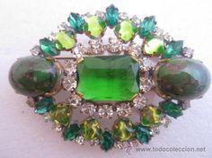 Muy bello y elegante broche vintage con finos cristales de bohemia