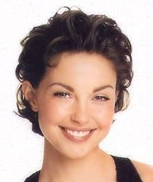 Ashley Judd Short Pixie Haircut this photo. Gorgeous hair and gorgeous makeup. Short Curly Hair, Short Hair Cuts, Curly Hair Styles, Ashley Judd, Short Pixie Haircuts, Pixie Hairstyles, Hairstyle Short, Celebrity Hairstyles, Hair Dos