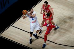 Antoine Diot of France drives forward Stefan Jovic of Serbia and his teammate Nemanja Bjelica during the semifinal match between France and Serbia on Sept. 12. France beat Serbia by a single point with a final score of 74 - 73. (Getty Images)
