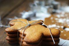 Llega la navidad: galletas de jengibre , Compartir en Facebook. Llega la Navidad!!! y yo sin poner nada navideño en el blog. Esto no puede ser, hay que ponerle remedio pero ya! Y que mejor que empezar con una típica receta navideña como las galletas de Jengibre y si además les damos forma de hombrecito aiiix que navideñooooo!!! Eso so. les vamos ha hacer un pequeño agujero para si queréis poder colgarlas en el árbol, si? Es una rica receta, fácil de hacer y muy buena. Me sorprendió su sabor…