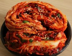 Traditional napa cabbage kimchi (Tongbaechu-kimchi) Originally posted on June 22, 2014 at 9:44 pm by Maangchi
