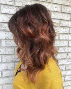 Strawberry Blonde Hair: Light & Dark Highlights and Style Ideas Strawberry Blonde Highlights, Dark Highlights, Balayage Hair Blonde, Bleached Hair, Popular Haircuts, New Hair Colors, Tan Skin, Short Hair Cuts, Light In The Dark