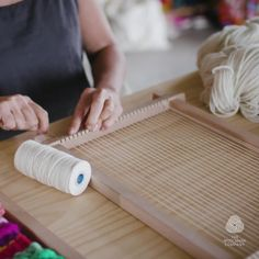 You can make your own loom with timber or cardboard. Weaving Loom Diy, Weaving Art, Tapestry Weaving, Hand Weaving, Loom Weaving Projects, Rug Loom, Weaving Textiles, Weaving Patterns, Macrame Patterns